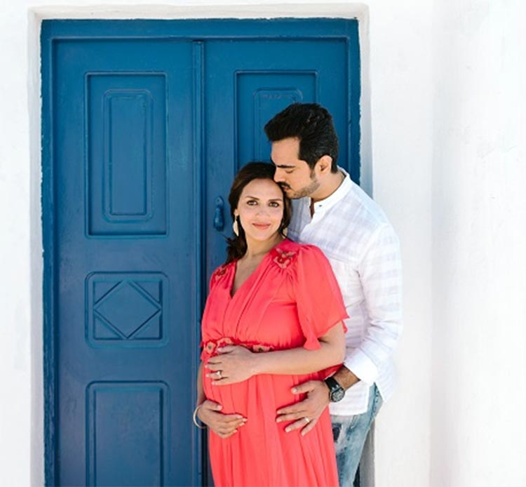 Esha Deol's maternity photoshoot with husband Bharat Takhtani