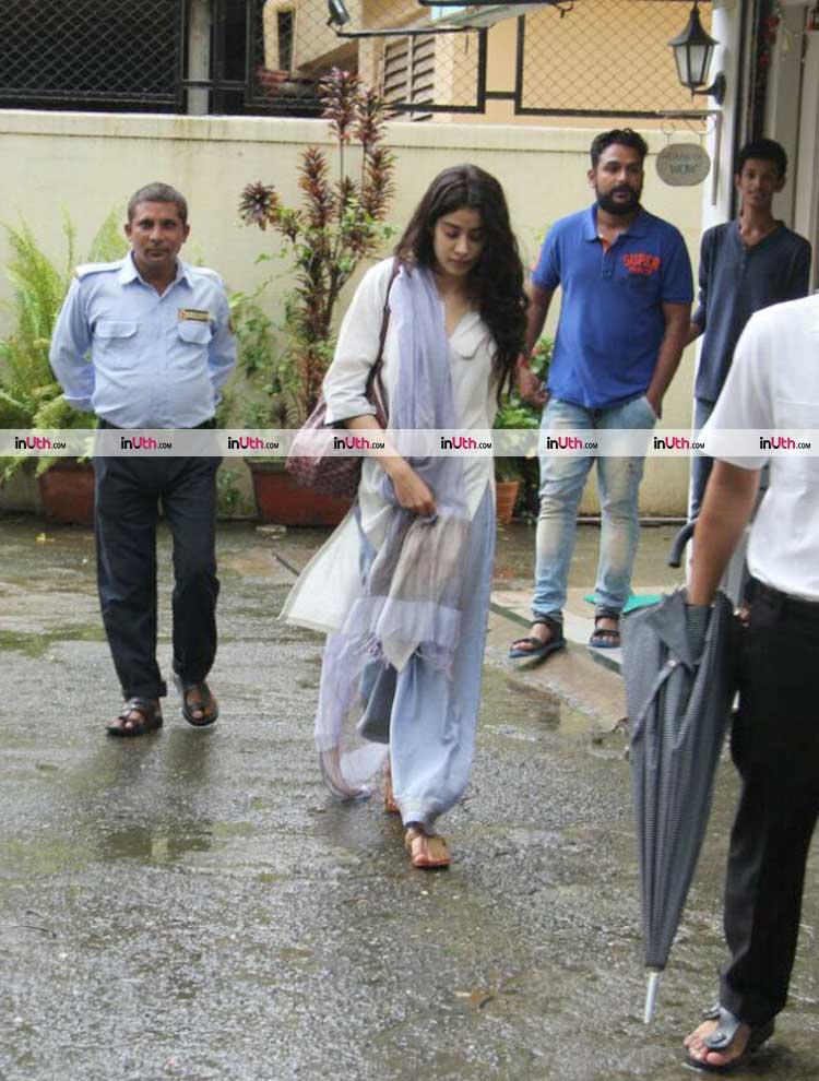Jhanvi Kapoor spotted in Mumbai