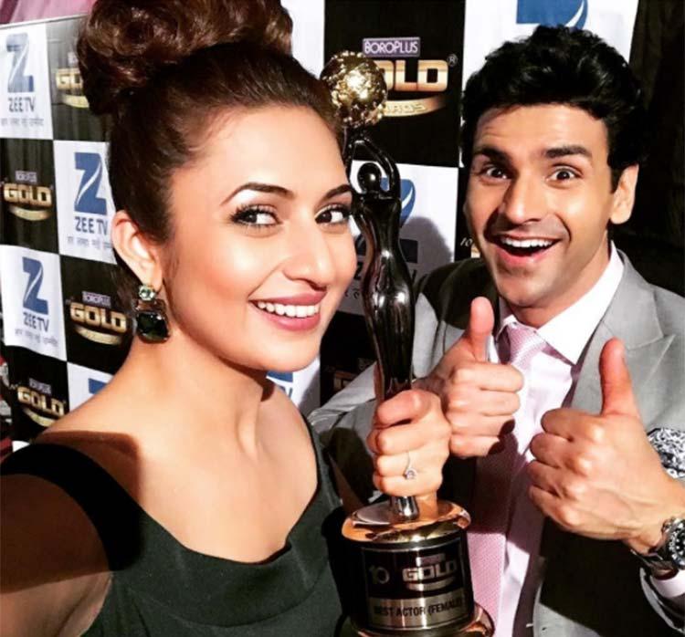 Divyanka Tripathi with husband Vivek Dahiya at Zee Gold Awards 2017