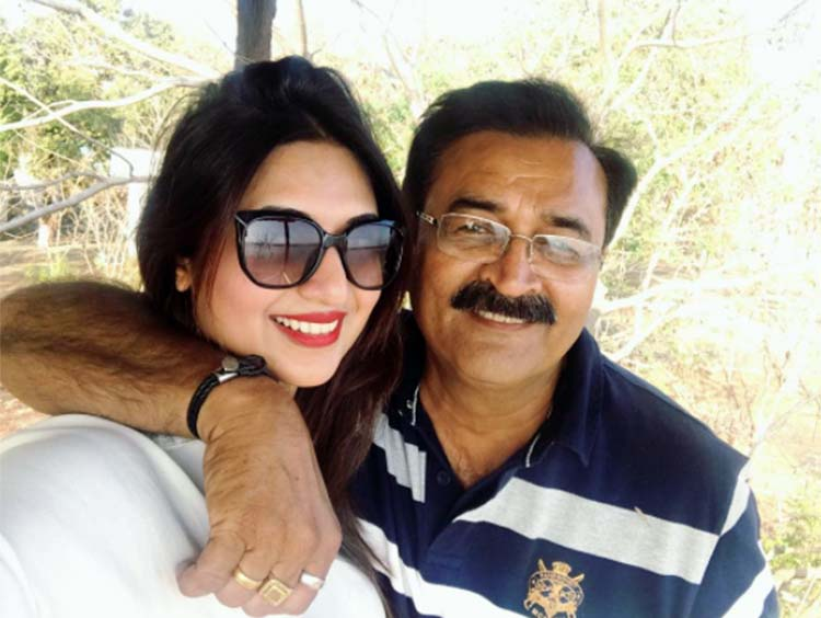 Divyanka Tripathi's personal photo with her father