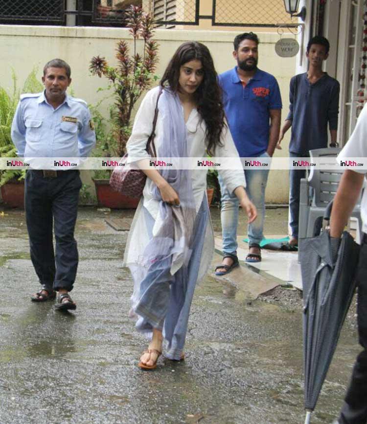 Jhanvi Kapoor epitomizes perfection in this pic