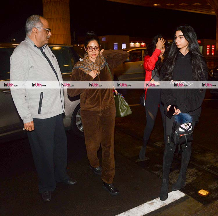 Jhanvi Kapoor spotted with her family