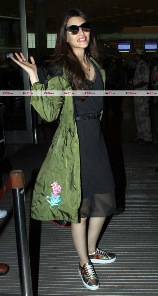 Kriti Sanon spotted at the airport before IIFA 2017