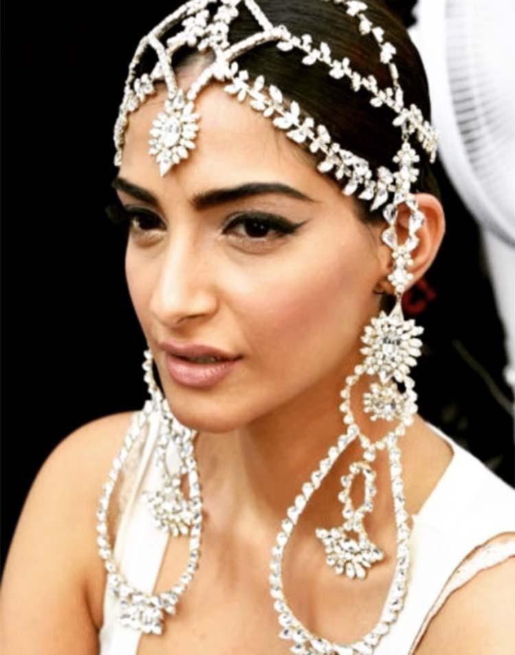 Sonam Kapoor's amazing headgear from the Paris Fashion Week