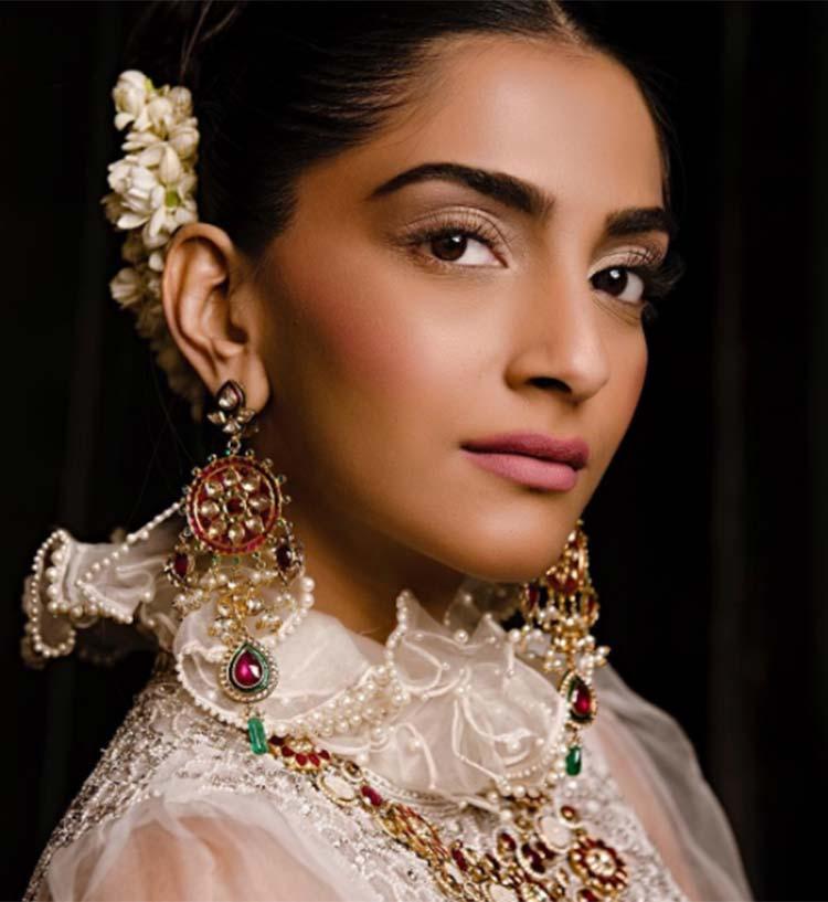 Sonam Kapoor's look for Abu Jani Sandeep Khosla bridal show