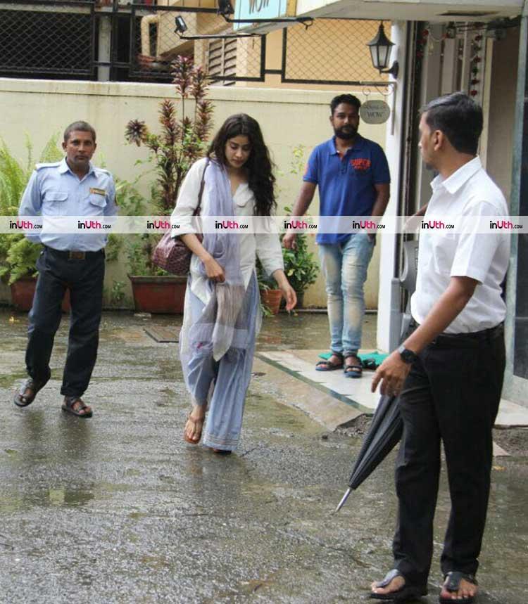 Jhanvi Kapoor looks pretty in white