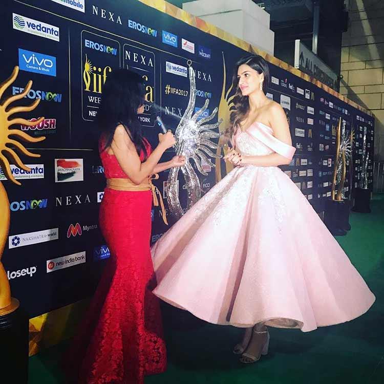 Kriti Sanon on the IIFA Rocks 2017 green carpet