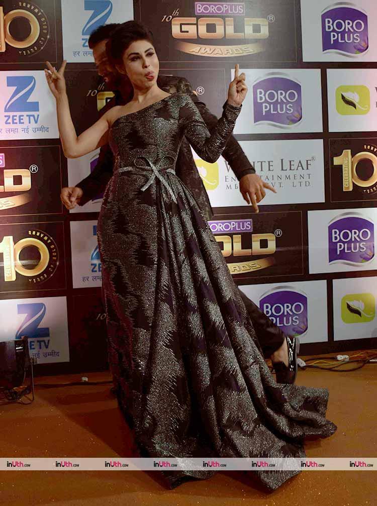 Mouni Roy as her fun self at the Zee Gold Awards 2017