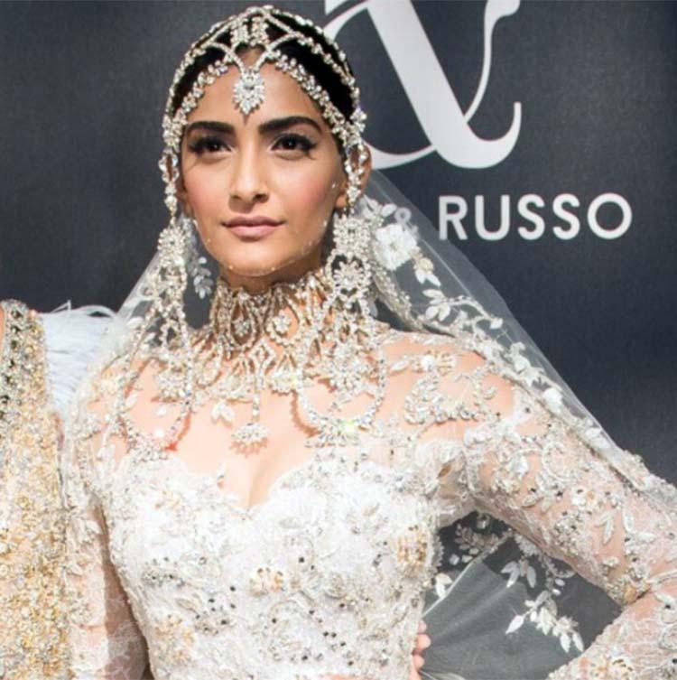 Sonam Kapoor dazzling on the ramp of Paris Fashion Week