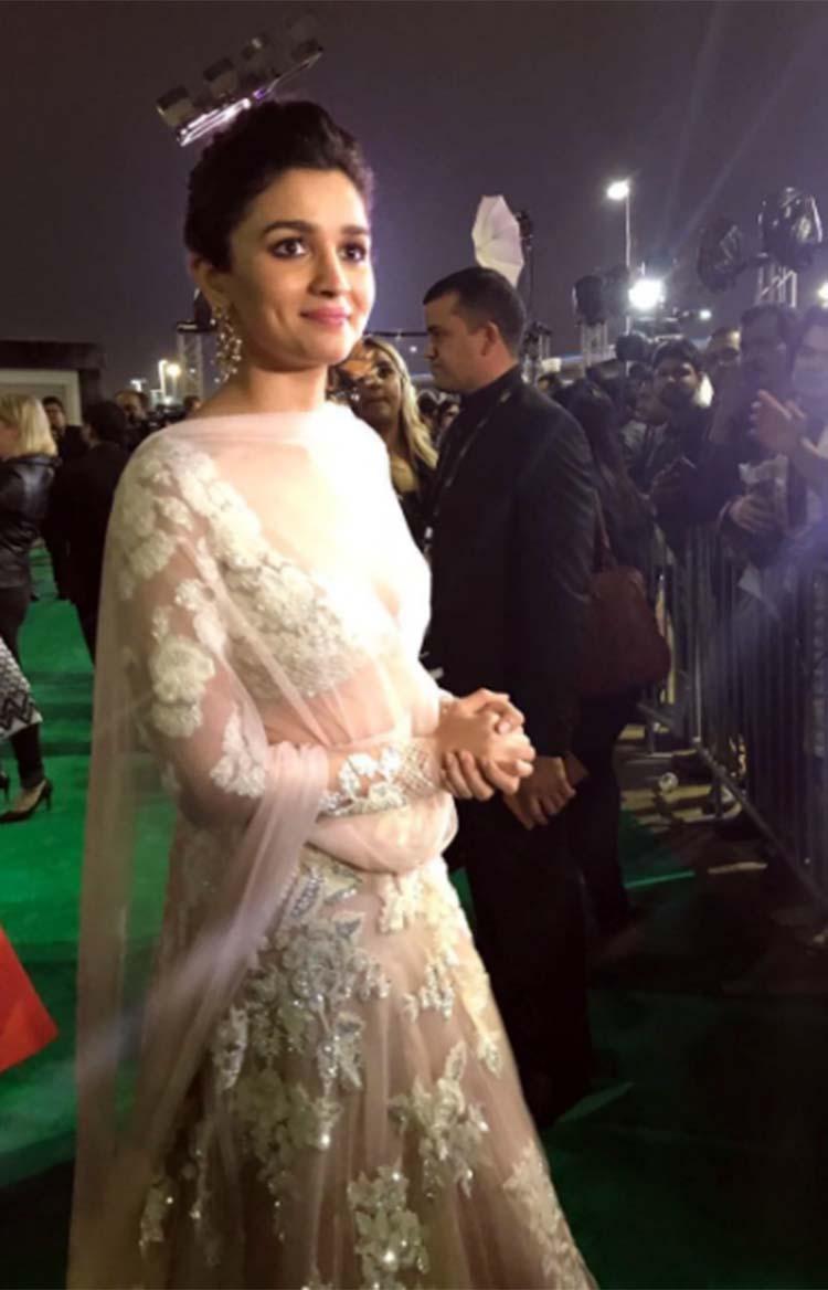 Alia Bhatt on the green carpet to IIFA Rocks 2017