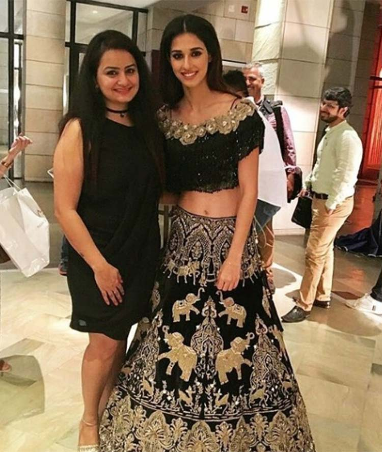 Disha Patani with a fan at ICW 2017