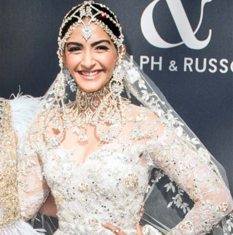 Sonam Kapoor's pretty smile from the Paris Fashion Week