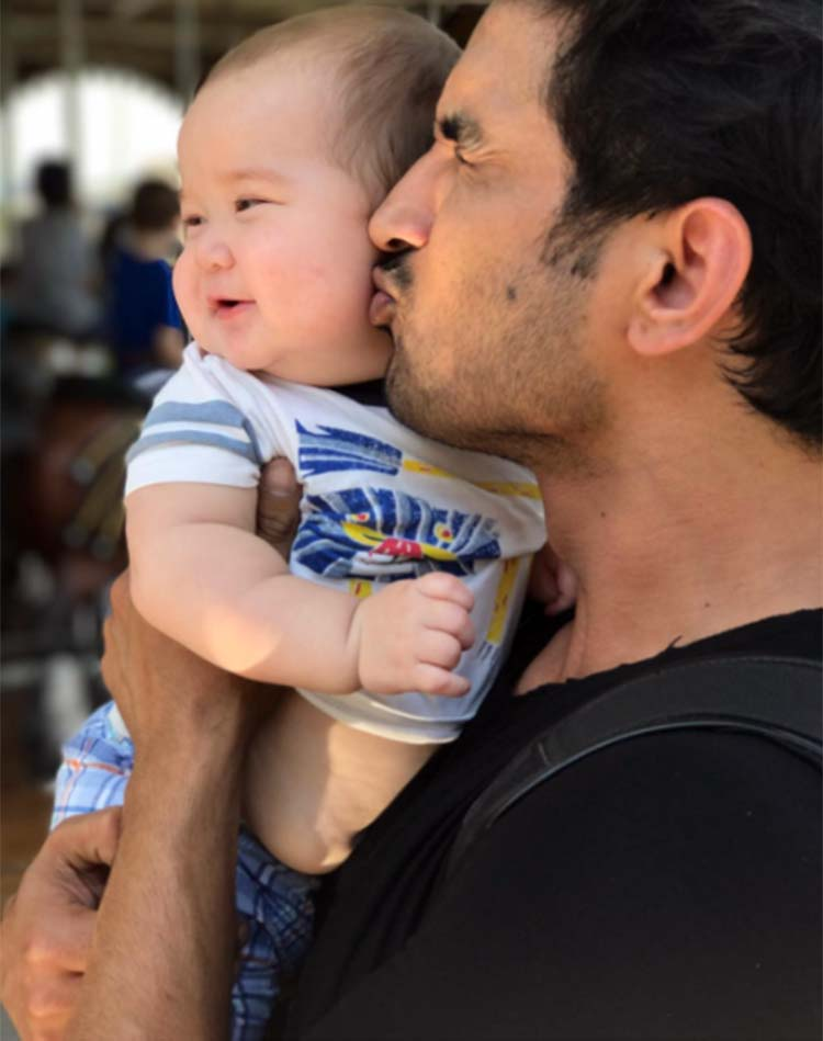Sushant Singh Rajput is being too cute in this photo from New York City