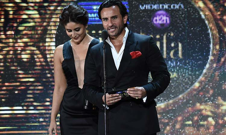 Kareena Kapoor and Saif Ali Khan on the stage of IIFA 2014