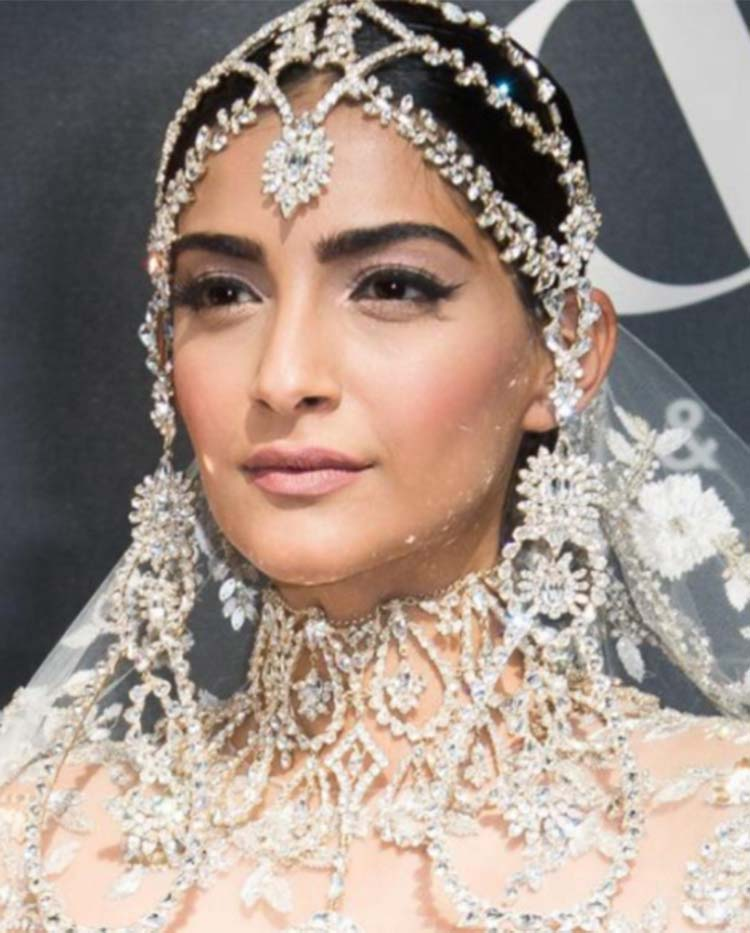 Sonam Kapoor is beauty in white for Paris Fashion Week