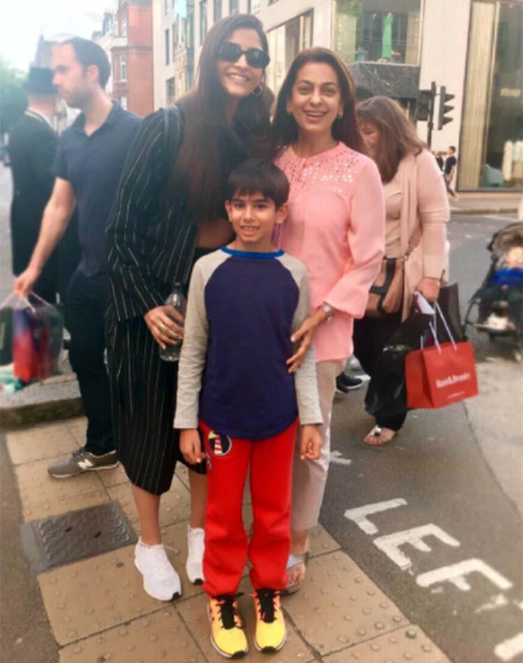 Sonam Kapoor with Juhi Chawla in London