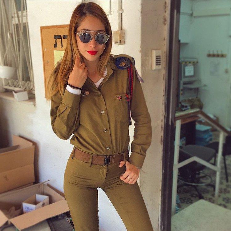 Kim Mellibovsky is in Israel Army (Picture Courtesy: Instagram/ @kim_mellibovsky)