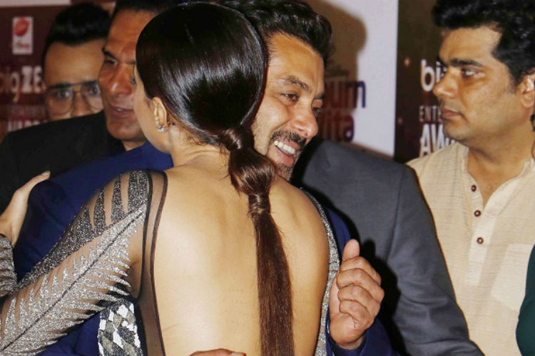 Salman Khan, Sana Khan The Big Zee Entertainment Awards