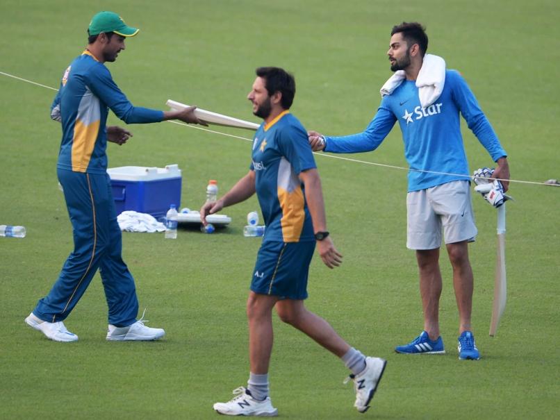 Virat Kohli gifts bat to Amir