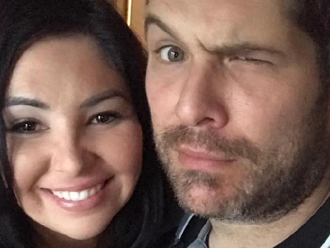 Laura Mazza with her husband. Photo Credit: @themumontherun