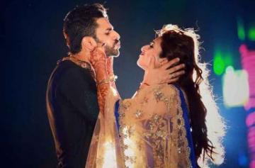 Divyanka Tripathi and Vivek Dahiya anniversary photo