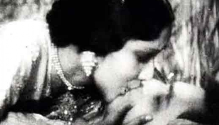 The longest on-screen kiss till date, first kiss, inuth.com