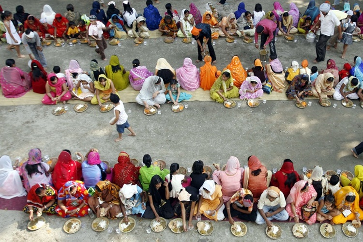 Langar being served at a Gurdwara