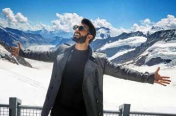Ranveer Singh SRK pose photo