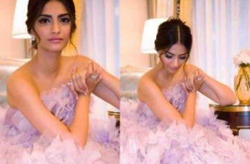 Sonam Kapoor paris fashion week photo