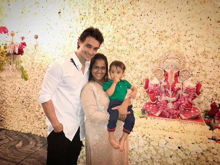 Arpita Khan and Aayush Sharma with son Ahil during Ganpati celebrations