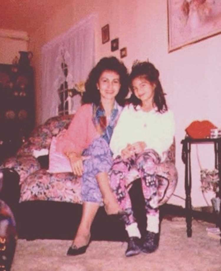 Jacqueline Fernandez's throwback photo with her mother