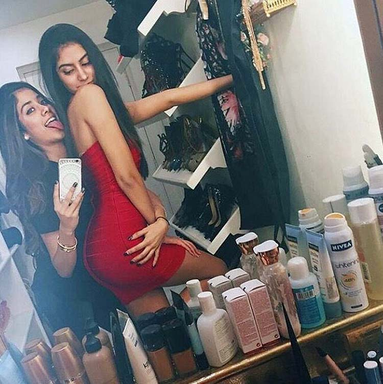 Jhanvi and Khushi Kapoor sizzle the selfie cam