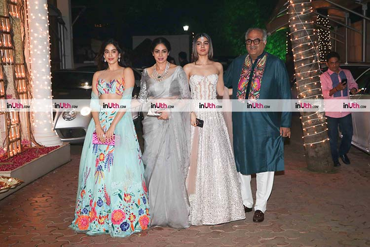 Jhanvi and Khushi Kapoor with parents at Aamir Khan's Diwali party