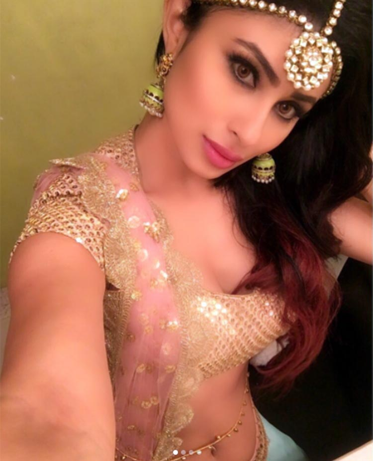 Mouni Roy shares her glimpse of Zee TV's Diwali special on Instagram