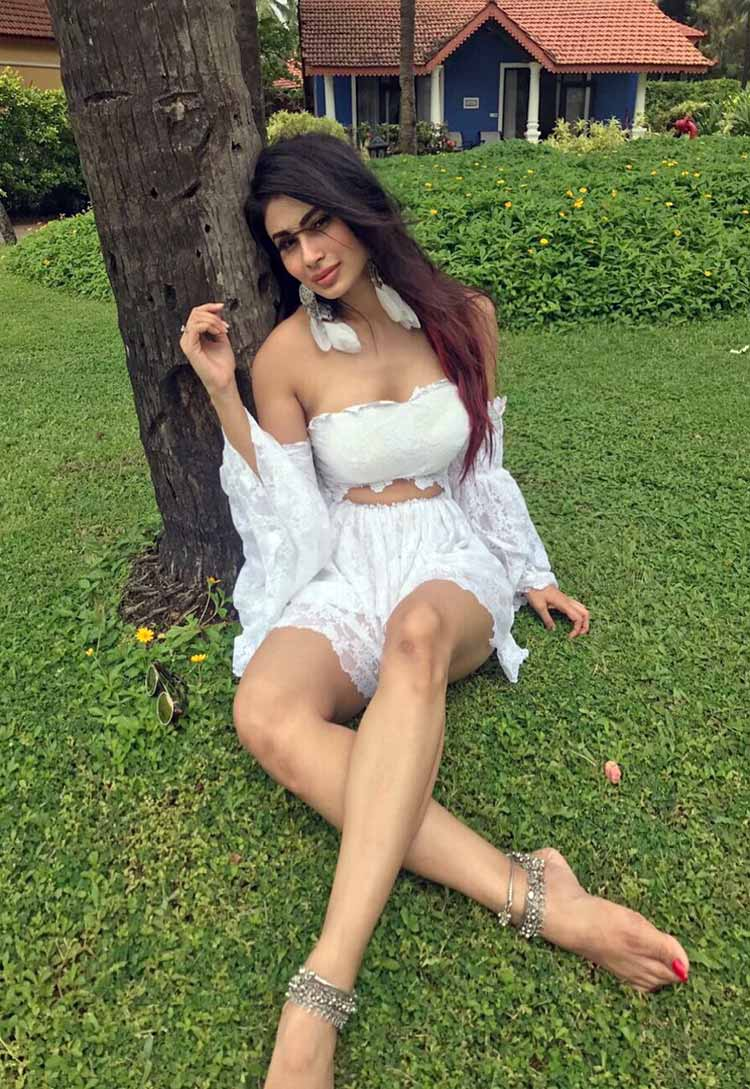 Mouni Roy's Instagram account is painting our hearts white