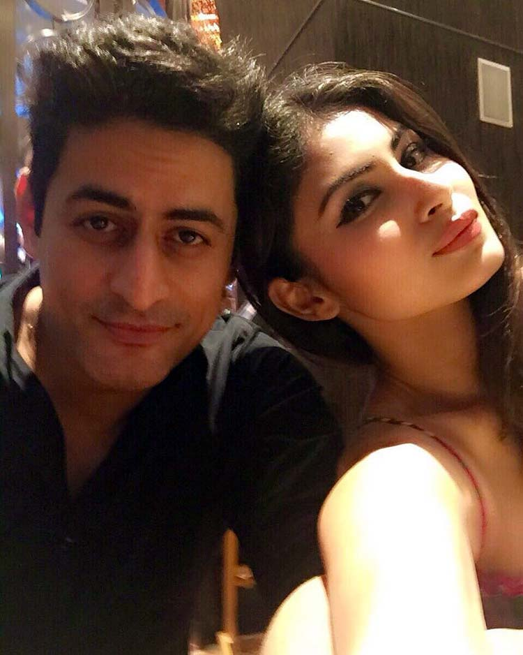 Mouni Roy's lovely selfie with boyfriend Mohit Raina
