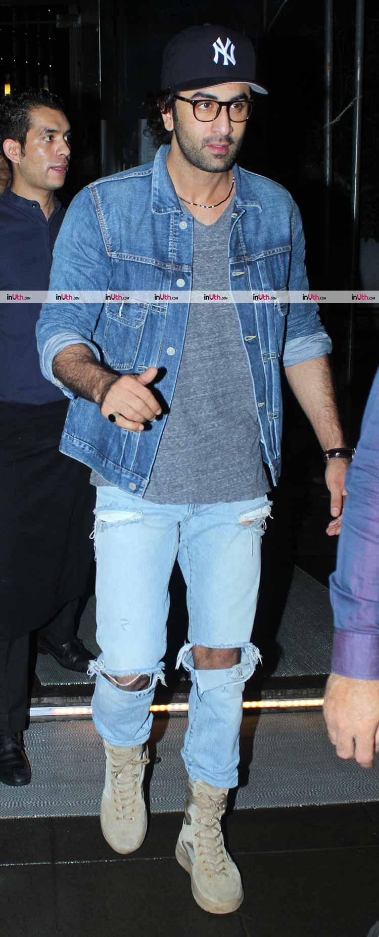 Ranbir Kapoor spotted on a family dinner