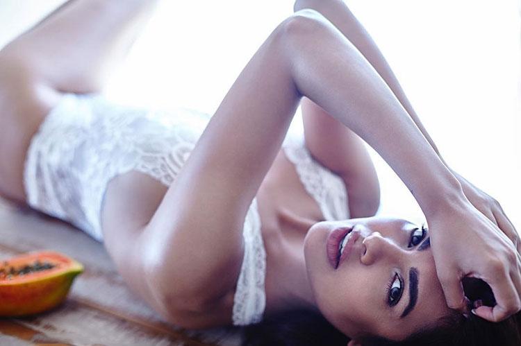 Sexy Esha Gupta is a vision in white