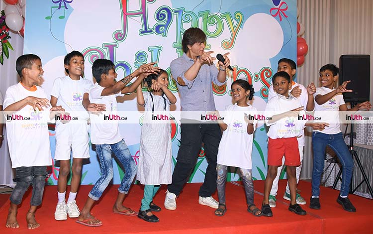 Shah Rukh Khan celebrated Children's Day with the underprivileged kids