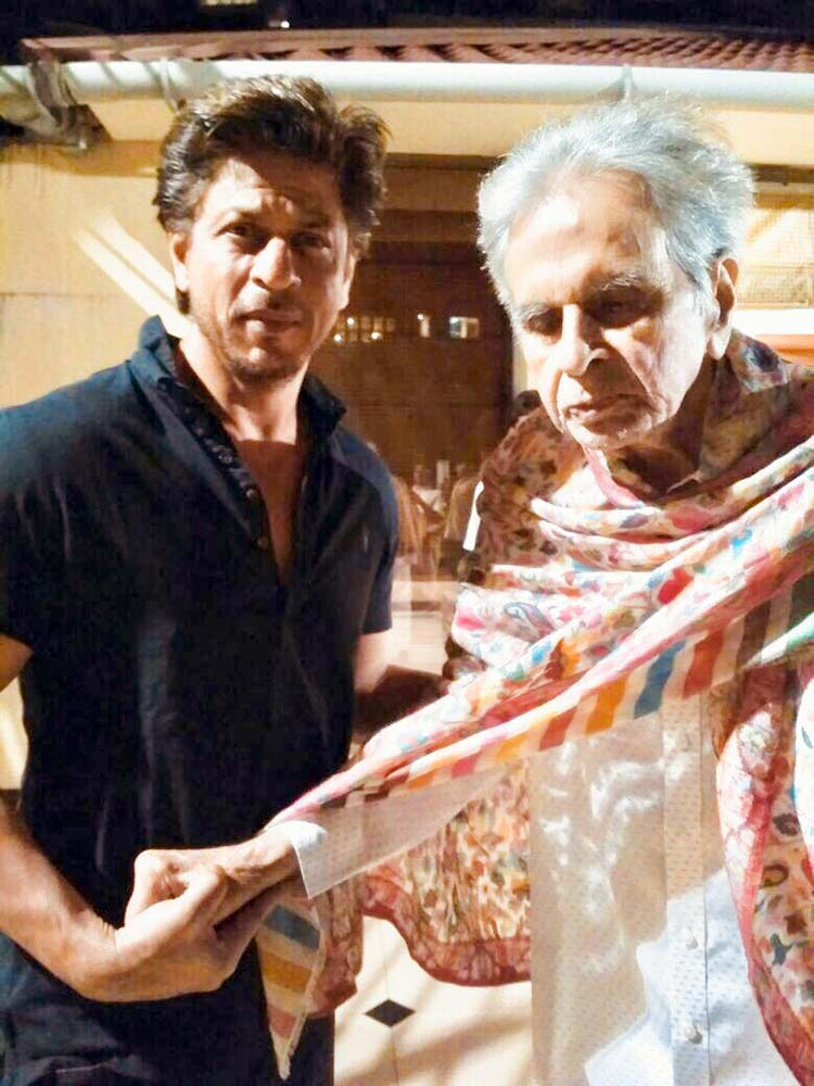 Shah Rukh Khan with Dilip Kumar on February 12, 2018