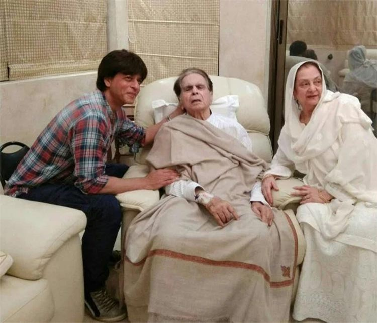 Shah Rukh Khan with an ailing Dilip Kumar and Saira Banu