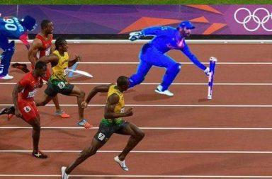 MS Dhoni sprinting