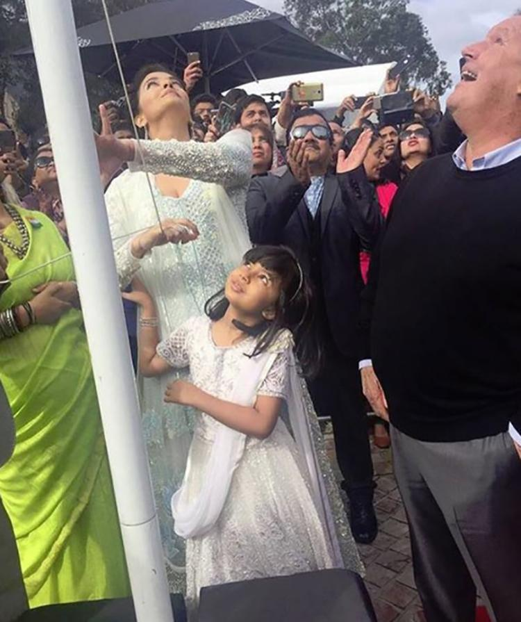 Aishwarya Rai Bachchan hoists the Indian National Flag at IFFM