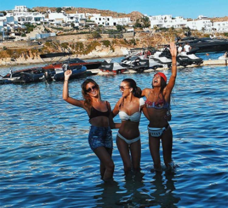 Amy Jackson chilling in Greece with her friends