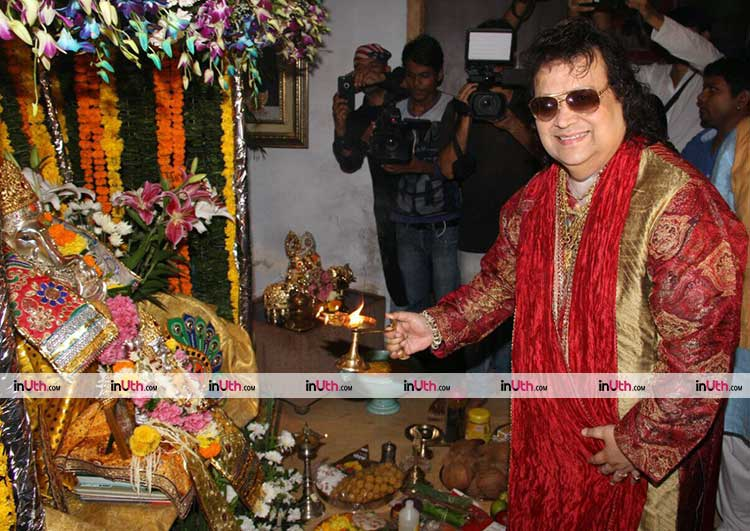 Bappi Lahiri performing Ganesh Aarti