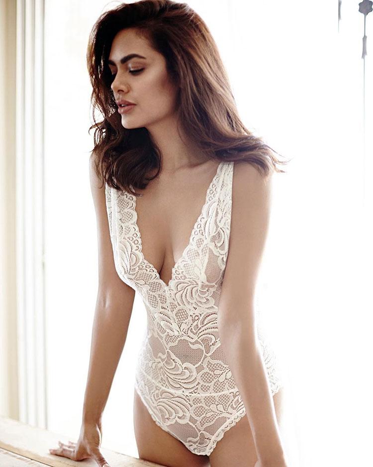 Esha Gupta flaunting her sexy self like a diva