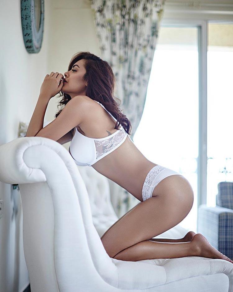 Esha Gupta is too damn hot in this titillating photoshoot