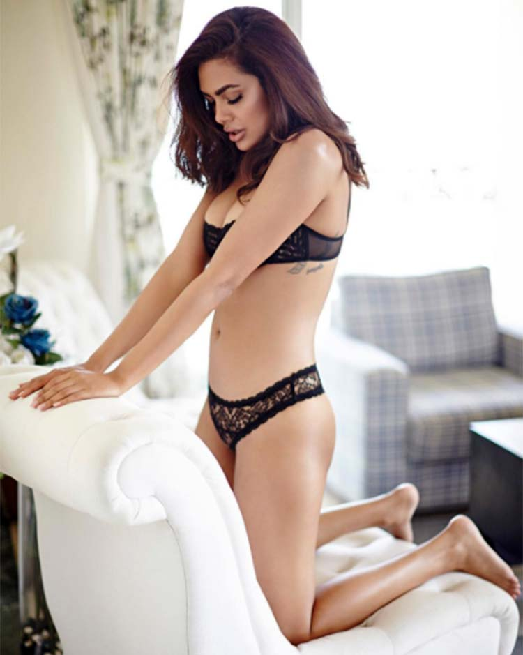 Esha Gupta will blow your minds off with her sexiness