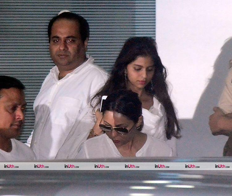 Gauri and Suhana Khan spotted at Mumbai airport