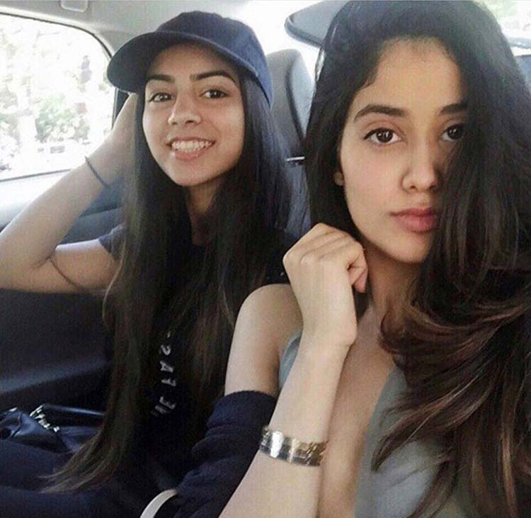 Jhanvi and Khushi Kapoor's sexy carfie